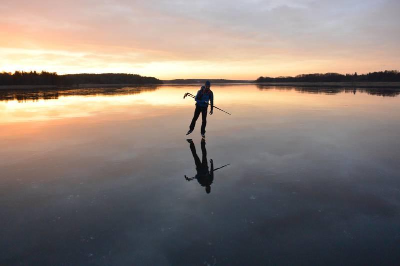Eislaufen au dem See Mälaren