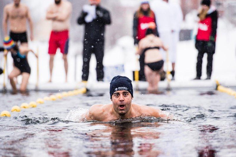 Participar en la categoría amateur del Winter Swim Festival el campeonato de natación en aguas heladas es una experiencia única que puedes vivir en Skellefteå en febrero