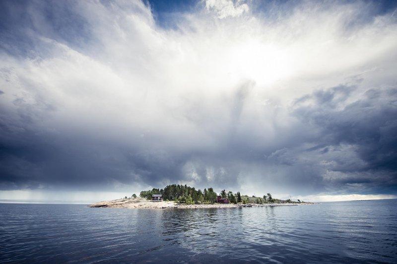 Una de las más de 500 islas e islotes que componen el archipiélago de Skellefteå. Mientras en verano puedes practicar kayaking por las costas de Västerbotten en invierno puedes caminar hasta algunas islas del Báltico equipado con raquetas de nieve.