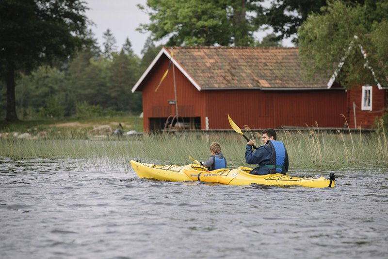 Kayaking together in Småland