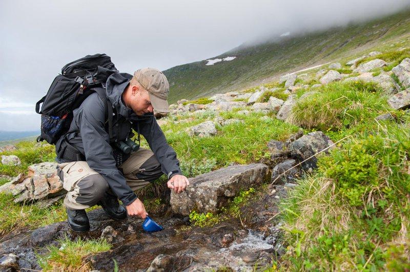 Drinking spring water at Sommarfjällen, Dalarna